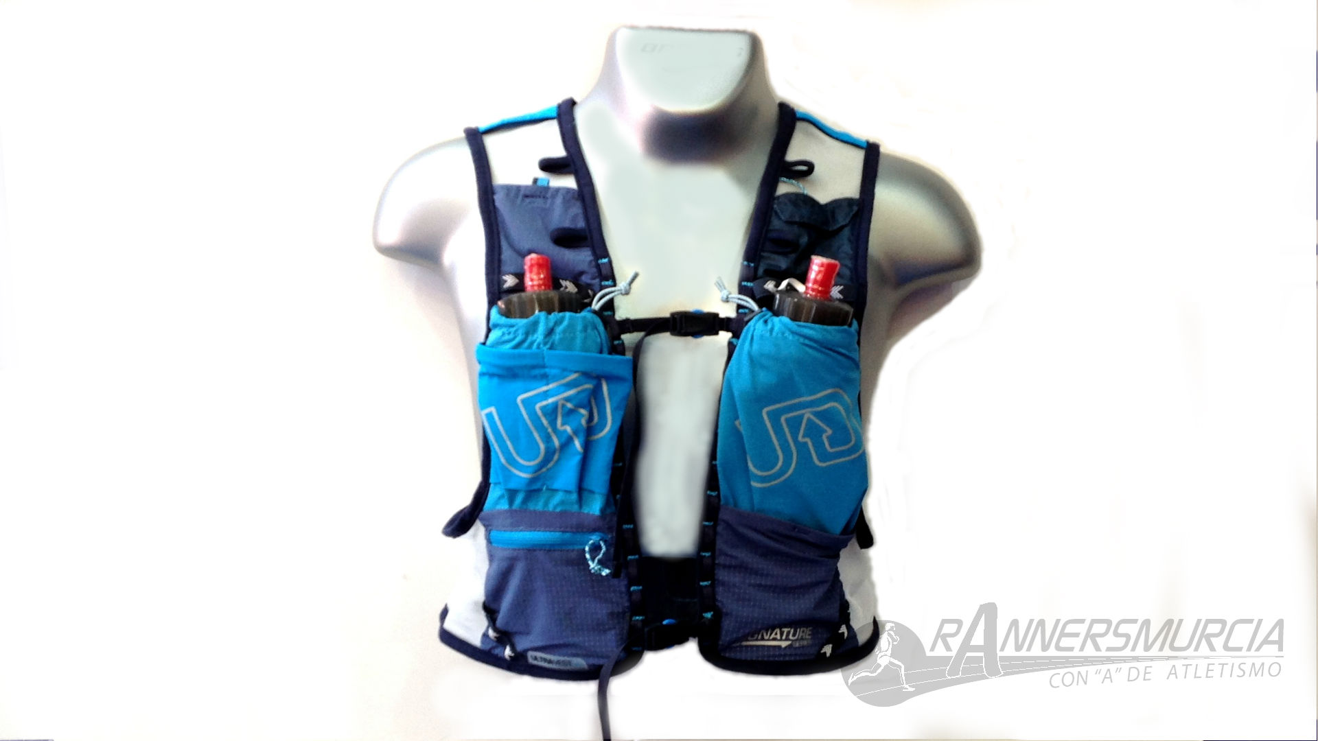 trail-running-ultimate-direction-ultra-vest-4-0-frontal-azul
